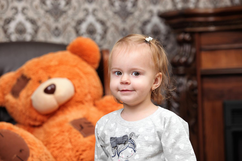 Фотосессия детей с мишкой в фотостудии