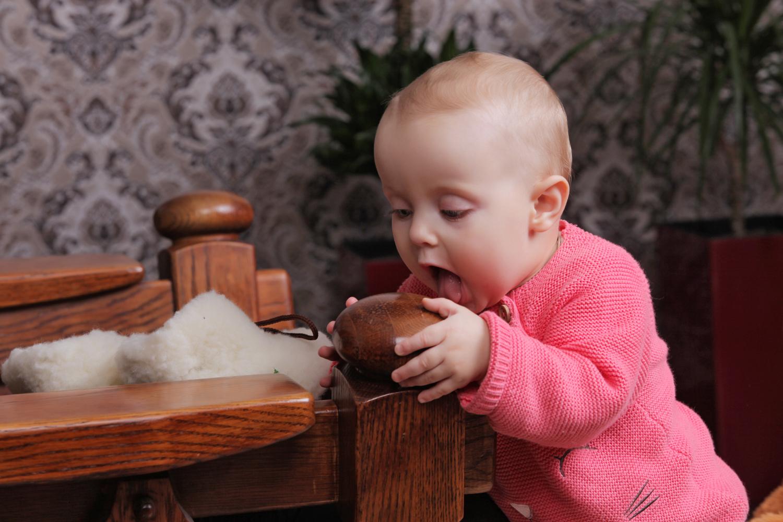 Необычна детская фотосессия на креселе