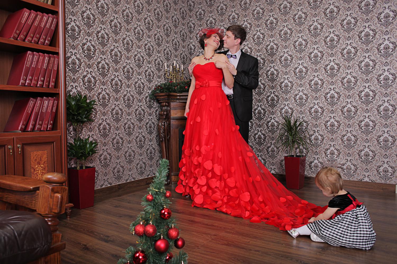 Интерьер фотостудии предназначен для проведения фотосессии пары, детская фотосессия