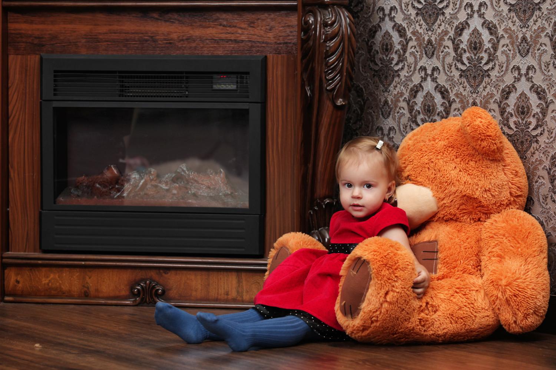 Детская фотосессия с камином в фотостудии