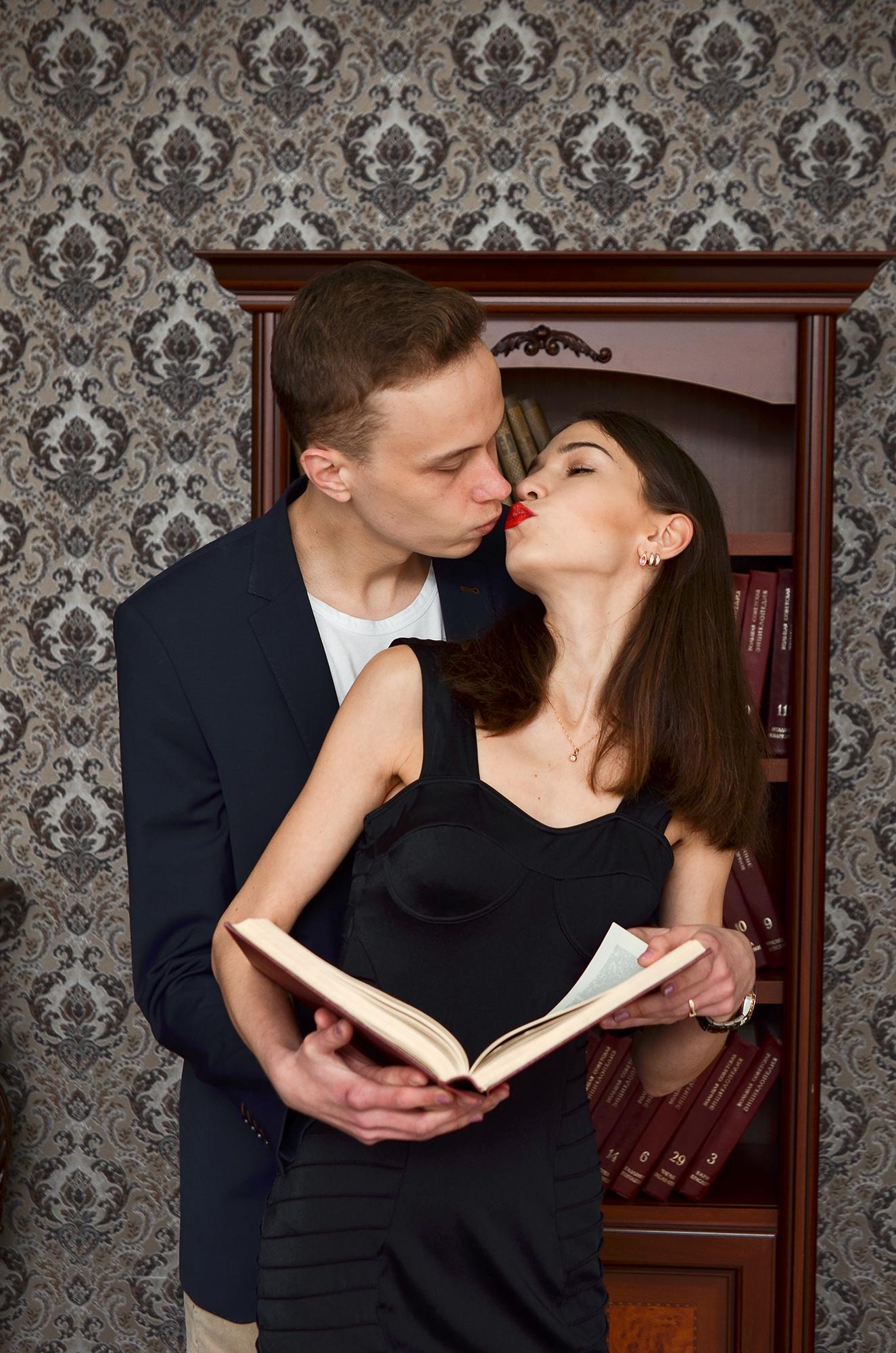 любовная фотосессия, фотосессия на 8 марта, пристрастье, милая фотография на 8 марта, поцелуй