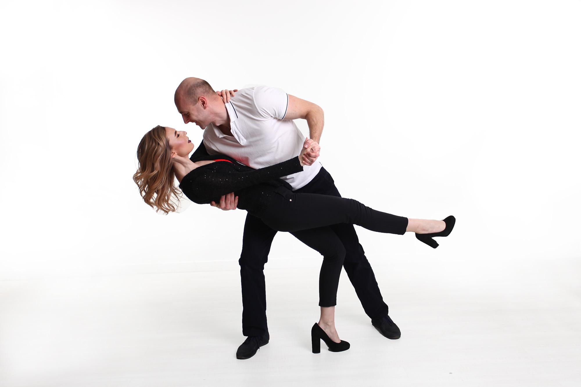 фотосессия на 8 марта, большой танец на фотосессии, вальс на фотосессии