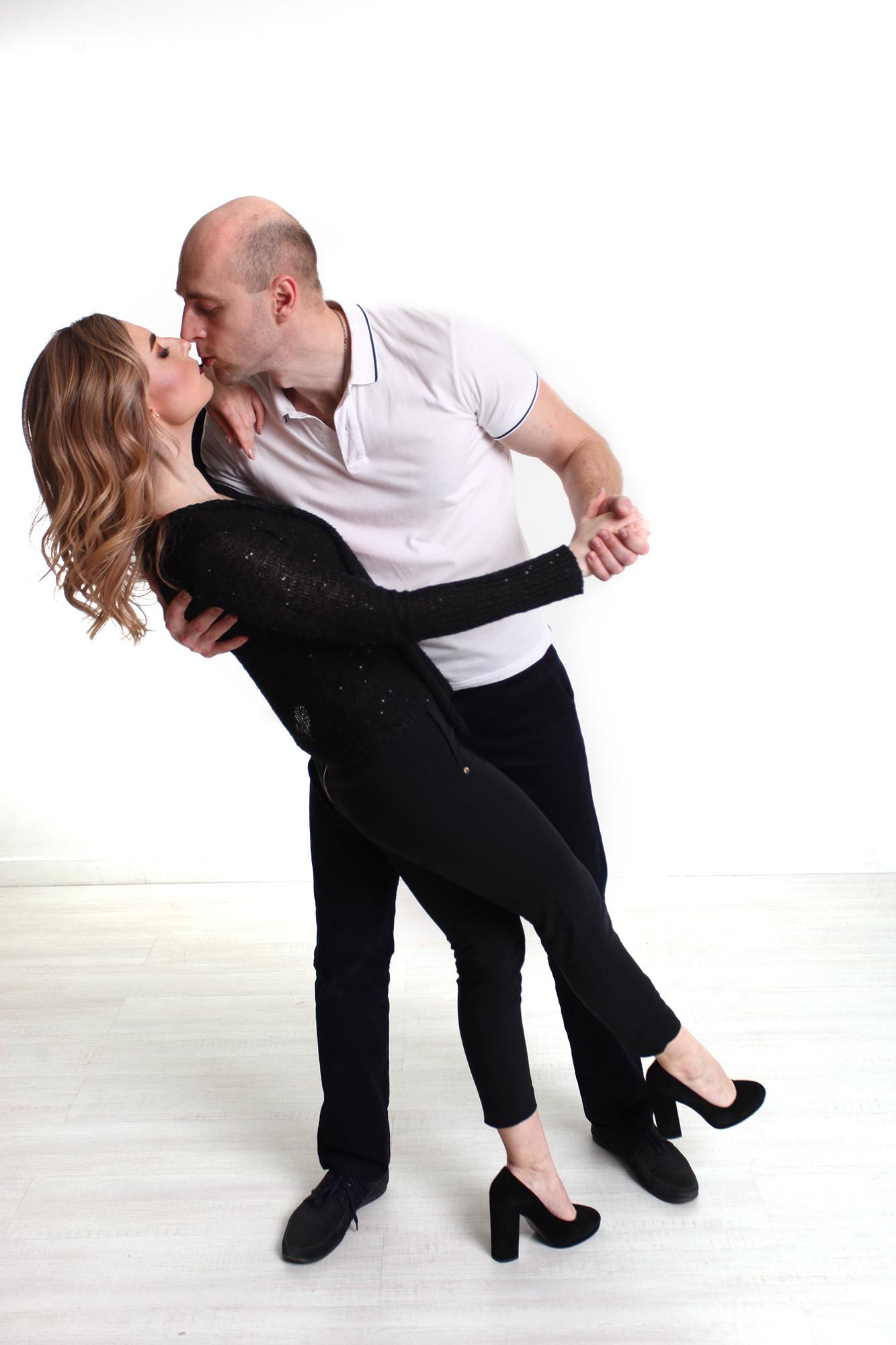 поцелуй в танце, на 8 марта, сертификат на 8 марта